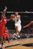 Portland Trail Blazers v San Antonio Spurs: Tony Parker and Marcus Camby Fotografisk tryk af D. Clarke Evans