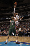 Milwaukee Bucks v Dallas Mavericks: Shawn Marion and Drew Gooden Photographic Print by Danny Bollinger
