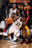 Miami Heat v Memphis Grizzlies: O.J. Mayo, Juwan Howard and Eddie House Fotografie-Druck von Joe Murphy