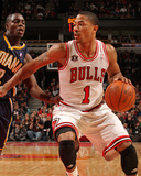 Indiana Pacers v Chicago Bulls: Derrick Rose and Darren Collison Photographic Print by Ray Amati