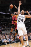 Cleveland Cavaliers  v San Antonio Spurs: Mo Williams and Richard Jefferson Photographic Print by D. Clarke Evans