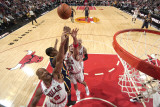 Indiana Pacers v Chicago Bulls: Keith Bogans, Joakim Noah and James Posey Fotografisk tryk af Ray Amati