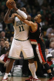 Portland Trail Blazers v Boston Celtics: Glen Davis and Brandon Roy Photographic Print by  Elsa