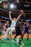 Atlanta Hawks v Boston Celtics: Luke Harangody and Josh Smith Fotografisk tryk af Steve Babineau