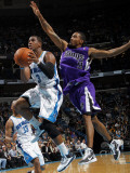 Sacramento Kings v New Orleans Hornets: Chris Paul and Luther Head Photographic Print by Layne Murdoch