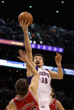 Chicago Bulls v Phoenix Suns: Hedo Turkoglu and Kyle Korver Photographic Print by Christian Petersen