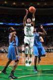Oklahoma City Thunder v Boston Celtics: Paul Pierce and James Harden Fotografisk tryk af Brian Babineau