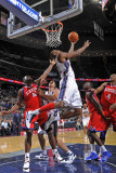 Philadelphia 76ers v New Jersey Nets: Travis Outlaw Photographic Print by  David
