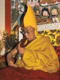 The Dalai Lama Holding a Handbell (Drilbu) and a 'Dorje' Photographie par Alison Wright