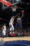 Charlotte Bobcats v Atlanta Hawks: Tyrus Thomas and Josh Smith Fotografisk tryk af Scott Cunningham