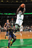 Indiana Pacers v Boston Celtics: Nate Robinson and Darren Collison Fotografisk tryk af Brian Babineau