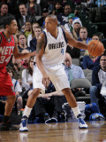 New Jersey Nets v Dallas Mavericks: Caron Butler and Devin Harris Photographic Print by Glenn James