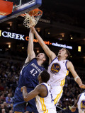Minnesota Timberwolves v Golden State Warriors: Kevin Love and David Lee Photographic Print by Ezra Shaw