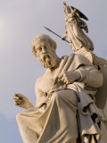 Statues of Plato and Athena in Front of the Academy of Athens Lámina fotográfica por Nowitz, Richard