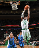 Oklahoma City Thunder v Boston Celtics: Rajon Rondo Fotografisk tryk af Brian Babineau