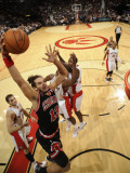 Chicago Bulls v Toronto Raptors: Linas Kleiza, Joakim Noah, Joey Dorsey and Ed Davis Photographie par Ron Turenne