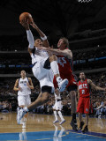 New Jersey Nets v Dallas Mavericks: Shawn Marion and Troy Murphy Photographic Print by Danny Bollinger