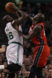 New Jersey Nets v Boston Celtics: Shaquille O'Neal and Travis Outlaw Photographic Print by  Elsa