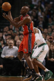 New Jersey Nets v Boston Celtics: Travis Outlaw and Ray Allen Photographic Print by  Elsa