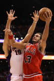 Chicago Bulls v Phoenix Suns: Joakim Noah and Hedo Turkoglu Photographic Print by Christian Petersen