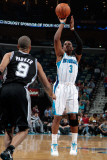 San Antonio Spurs v New Orleans Hornets: Chris Paul and Tony Parker Fotografisk tryk af Chris Graythen