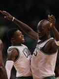 New Jersey Nets v Boston Celtics: Nate Robinson and Kevin Garnett Photographic Print by Elsa .