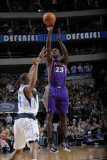Phoenix Suns v Dallas Mavericks: Jason Richardson and Caron Butler Photographic Print by Glenn James