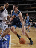 Minnesota Timberwolves v Dallas Mavericks: Darko Milicic and Tyson Chandler Photographic Print by Glenn James