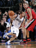 Portland Trail Blazers v Dallas Mavericks: Jose Juan Barea and Joel Pryzbilla Fotografisk tryk af Glenn James