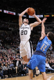 Dallas Mavericks v San Antonio Spurs: Manu Ginobili and Jose Barea Lmina fotogrfica por D. Clarke Evans