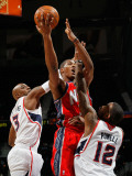 New Jersey Nets v Atlanta Hawks: Damien Wilkins, Derrick Favors and Josh Powell Photographic Print by Kevin Cox