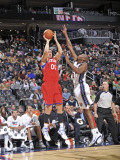 Philadelphia 76ers v New Jersey Nets: Spencer Hawes and Travis Outlaw Photographic Print by David Dow