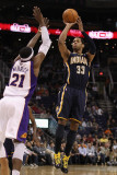 Indiana Pacers v Phoenix Suns: Danny Granger and Hakim Warrick Photographie par Christian Petersen