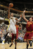 Cleveland Cavaliers  v Indiana Pacers: Danny Granger and Anderson Varejao Photographie par Ron Hoskins