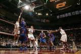 New York Knicks v Cleveland Cavaliers: Amare Stoudemire, Anthony Parker and Anderson Varejao Fotografisk tryk af David Liam Kyle