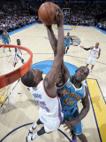 New Orleans Hornets v Oklahoma City Thunder: Kevin Durant and Emeka Okafor Photographic Print by Layne Murdoch