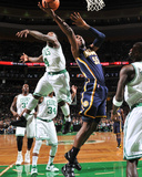Indiana Pacers v Boston Celtics: Roy Hibbert and Nate Robinson Reproduction photographique par Brian Babineau