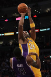 Sacramento Kings v Los Angeles Lakers: Kobe Bryant and Luther Head Photographic Print by Jeff Gross