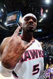 New Jersey Nets v Atlanta Hawks: Josh Smith Fotografisk tryk af Scott Cunningham