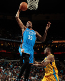 Oklahoma City Thunder v New Orleans Hornets: Kevin Durant and D.J. Mbenga Photographic Print by Chris