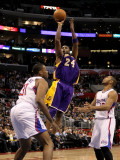 Los Angeles Lakers v Los Angeles Clippers: Kobe Bryant, Jarron collins and Eric Gordon Photographic Print by Stephen Dunn