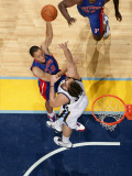 Detroit Pistons v Memphis Grizzlies: Tayshaun Prince and Marc Gasol Photographic Print by Joe Murphy