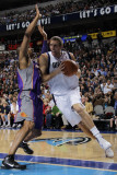 Phoenix Suns v Dallas Mavericks: Dirk Nowitzki and Grant Hill Photographic Print by Danny Bollinger