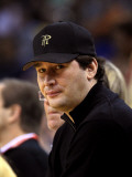 Minnesota Timberwolves v Golden State Warriors: Phil Hellmuth Photographic Print by Ezra Shaw