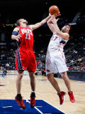New Jersey Nets v Atlanta Hawks: Brook Lopez and Zaza Pachulia Photographic Print by Kevin Cox