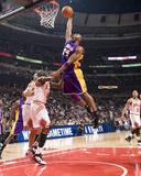 Los Angeles Lakers v Chicago Bulls: Kobe Bryant and Luol Deng Foto von Andrew Bernstein