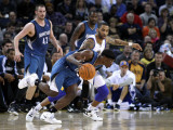 Minnesota Timberwolves v Golden State Warriors: Jonny Flynn and Acie Law Photographic Print by Ezra Shaw