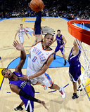 Sacramento Kings v Oklahoma City Thunder: Russell Westbrook and Donte Greene Fotografie-Druck von Larry W. Smith