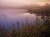 Foggy Sunrise over Water Fotografisk tryk af Raymond Gehman