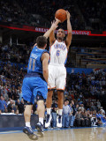 Dallas Mavericks v Oklahoma City Thunder: Eric Maynor and Jose Barea Lmina fotogrfica por Layne Murdoch